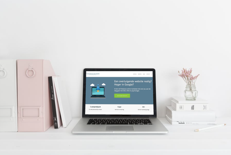 Freelance online marketeer aan het werk.